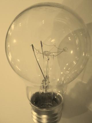 the-light-bulb-454167_1280